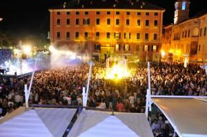 Notte bianca a finale ligure hotel serenval - Bagni vittoria finale ligure ...